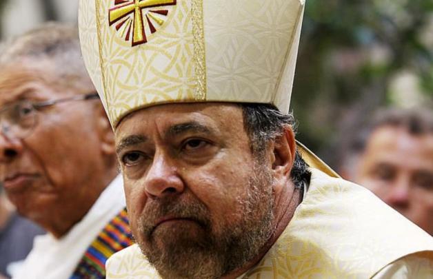 Biskup z Los Angeles Alexander Salazar rezignoval kvůli podezření ze sexuálního zneužívání