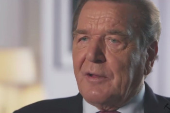 Gerhard Schröder vyzývá k tvrdému vymezení Německa vůči diktátu USA