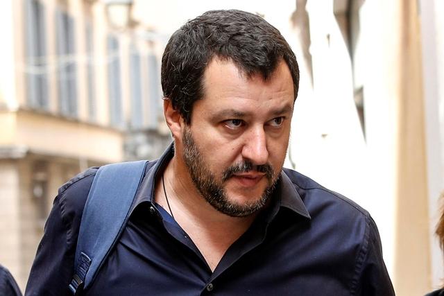"""Salvini vrací úder novinovým titulkům a vyhlásil italské noviny za """"šmejdy"""""""