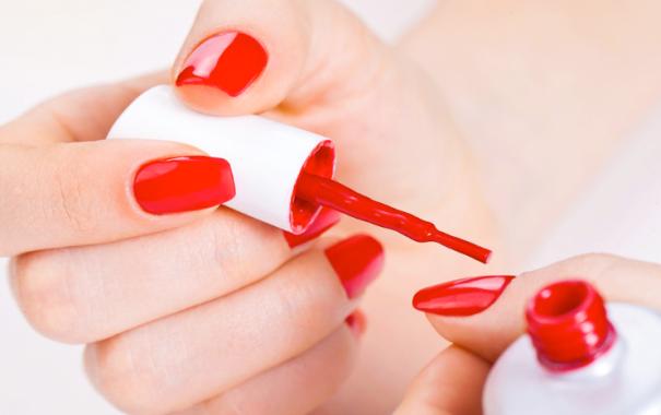Nové studie zjistily, že i netoxické laky na nehty, nejsou tak zcela neškodné