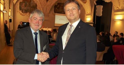 Sorosovi lidé vydají 170 milionů korun na korumpování pracovníků české justice
