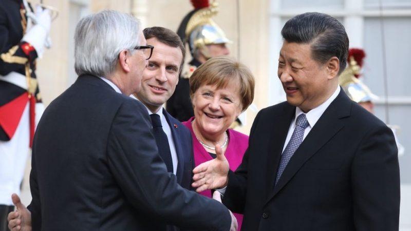 Merkelová chce připojit Evropu k čínské hedvábné stezce. A to poté, co kritizovala Itálii za to, že udělala to stejné