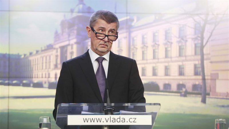Tak pan Bureš, rozuměj premiér Babiš, je na návštěvě USA. Přiveze noty?