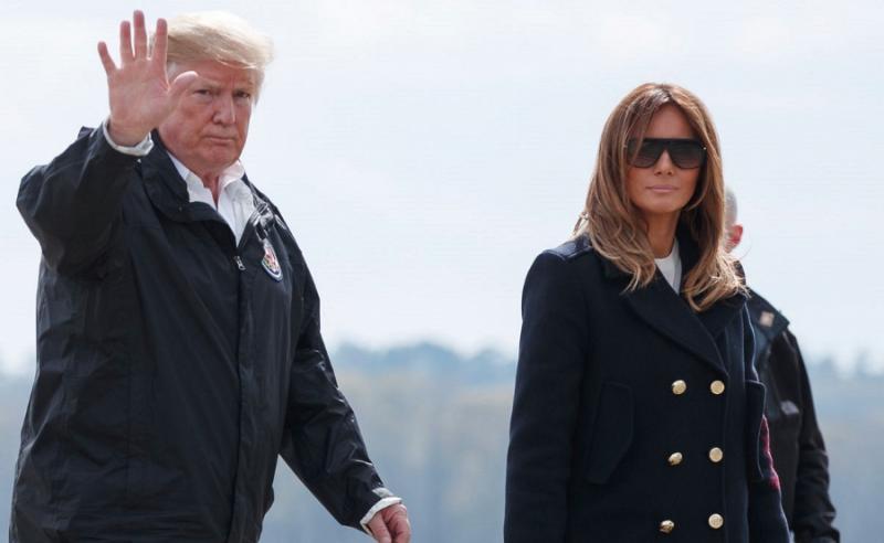 Opět se spekuluje, zda Trumpa doprovází místo manželky dvojnice