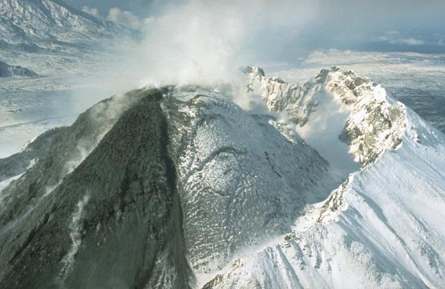 Ruská sopka Bezymjannyj vybuchla – sloup popela dosáhl výšky 15 km