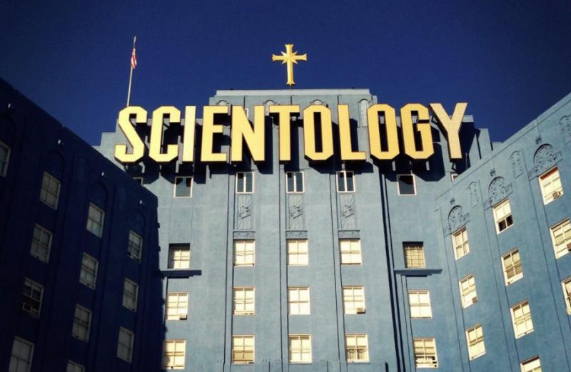 Děsivá pravda o SCIENTOLÓGII. Měli by být všichni varováni a ani se nepokusit otřít o tuto organizaci