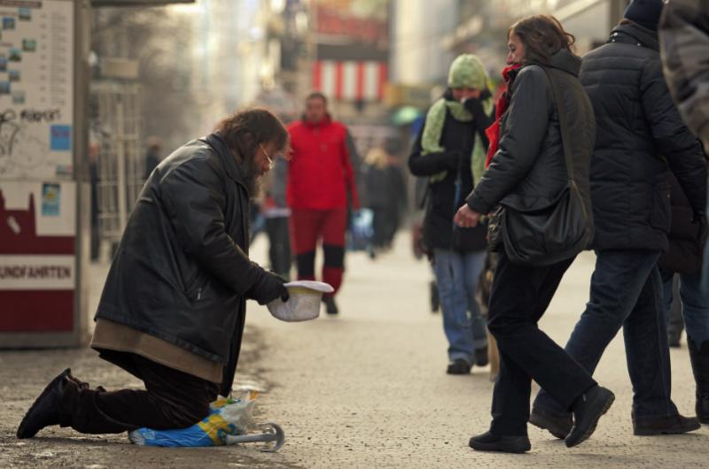 Miliony Čechů nemají peníze na důstojný život, varuje expertní skupina