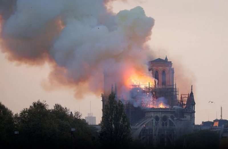 Notre Dame vplameňoch