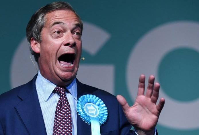 """""""Chceme Evropu národů, ne Junckerů!"""" Na volebním mítinku Nigela Farage a jeho Brexit Party vystoupil jako utajované """"překvapení"""" český exprezident Václav Klaus"""
