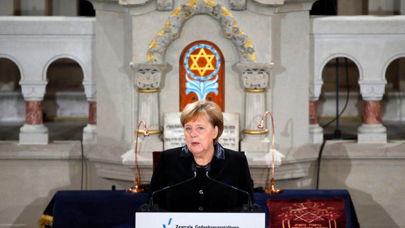 """Angela Hitler Merkel se snaží zalíbit Židům? V proslovu řekla: """"Policie by měla chránit každou synagogu, židovskou školu a školku v Německu"""""""