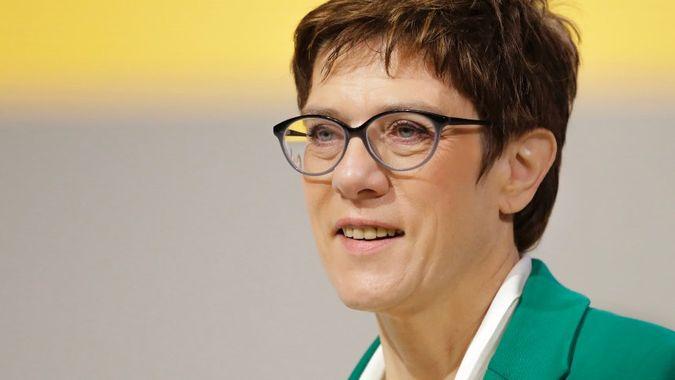 Nástupkyně Merkelové, Annegret Kramp-Karrenbauerová, se zúčastní konference Bilderbergu