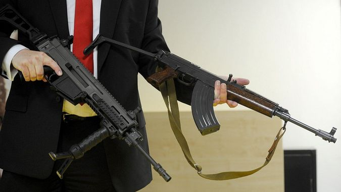 Česká republika neuspěla s obhajobou zbraní, soudní dvůr EU zamítl žalobu proti směrnici