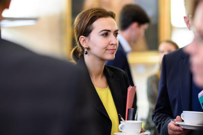 Začiatok konca. Rakúsko má 1. ministerku MigrantkuMoslimku. Príde šaria?