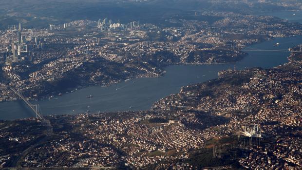 Turecko zablokovalo Bospor pro lodě NATO