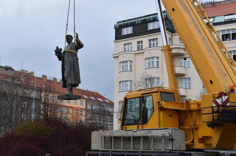 Rusko zahájilo trestní stíhání kvůli odstranění Koněvovy sochy
