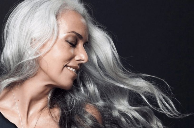 Yasmina Rossi: Nádherná 63letá modelka má tělo, které by jí mohla závidět kdejaká dvacítka. Jak to dělá?