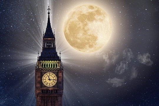 Záhadný Měsíc 1. díl: Je to umělá družice?