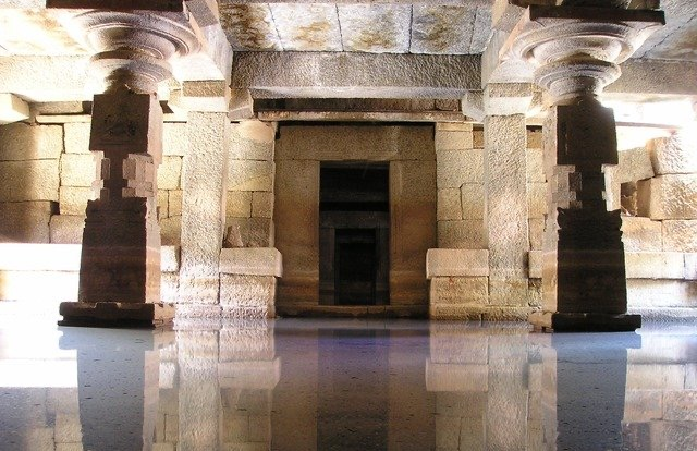 Interiéry starodávných chrámů rezonují na zvuku o frekvenci 95 až 120 Hz