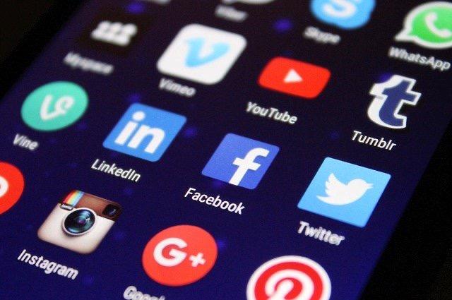 Digitální občanská válka je tady! Na které straně jste Vy?