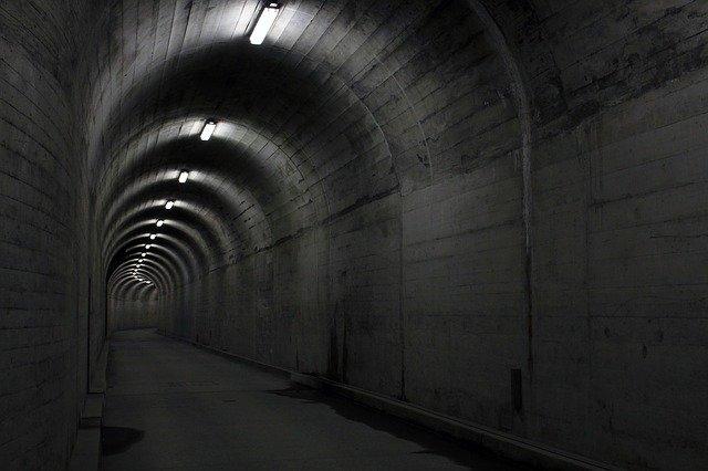 Pro všechny nevěřící bytosti: 35.927 dětí zachráněno z obrovského, termonukleárního podzemního zařízení. Díl 1/2