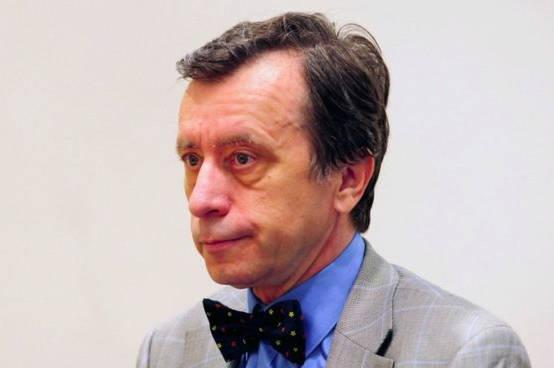 Bývalý ústavný sudca Ján Drgonec spochybňuje ústavnosť povinného očkovania