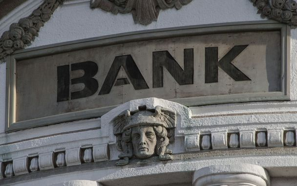 """Banka pro mezinárodní vypořádání v Basileji očekává kvůli celosvětově zavedeným proti korona-virovým opatřením vlnu bankrotů, narůstající hory dluhů a """"nové hospodářské prostředí"""""""