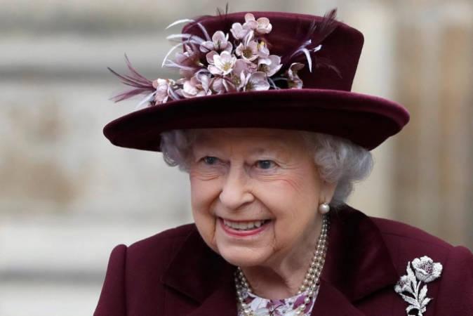 Opustila královna Londýn navždy? Až dvě stě padesáti královským zaměstnancům je nabídnuto dobrovolné rozvázání pracovního poměru. Covid způsobuje finanční škodu ve výši 18 milionů liber