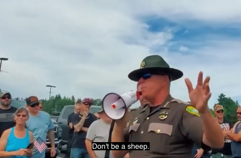 """""""Nebuď ovce:"""" Washingtonský šerif naléhá na obyvatele, aby vzdorovali příkazu nosit masky"""