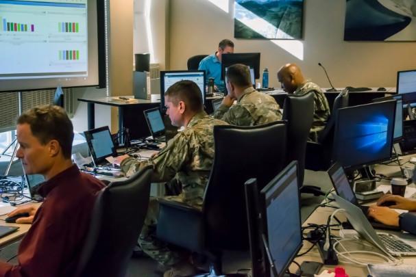 Národní garda, aktualizace volebního dne: Více než 3 600 povolaných vojáků v 16 státech