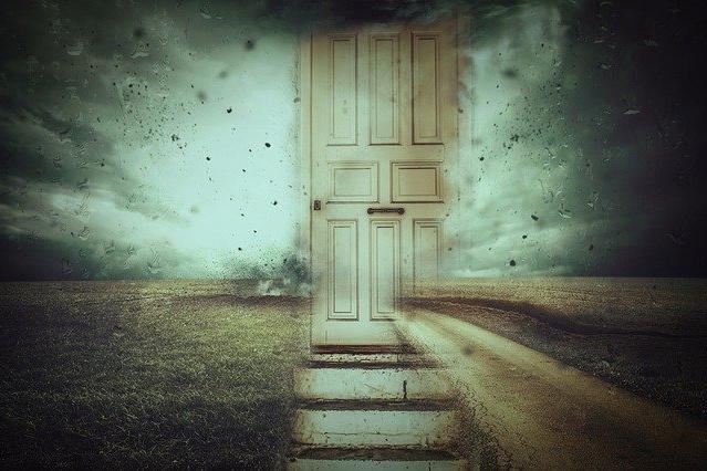 Kouzelný práh dveří, aneb co nedělat mezi futrama