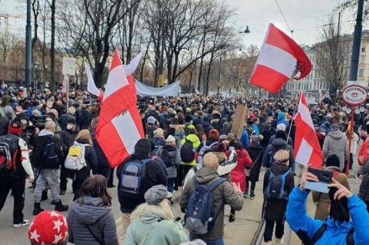 Deň slobody: Napriek zákazu viac ako 20.000 zúčastnených na najväčšej demonštrácii proti nariadeniam
