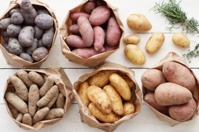 Jez české brambory, zachráníš venkov aneb Jak nadnárodní řetězce okrádají…