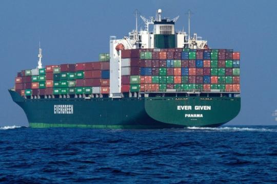Obchodované děti, těla a zbraně nalezené na lodi společnosti Evergreen