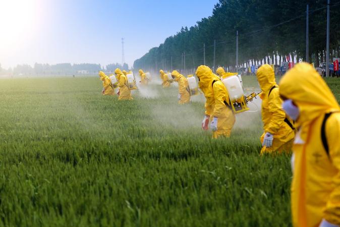 """Kocourkov-EU omezuje evropské zemědělce a protežuje dovozce """"chemických"""" zemědělských komodit ze třetích zemí"""