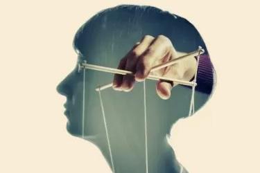Úřady přiznávají: Obyvatelstvo bylo pomocí strachu vystaveno kontrole mysli!
