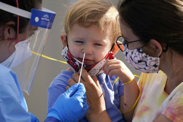 Teraz už aj vNemecku: Nebezpečenstvo pre deti. Znova toxické látky vcorona testoch!