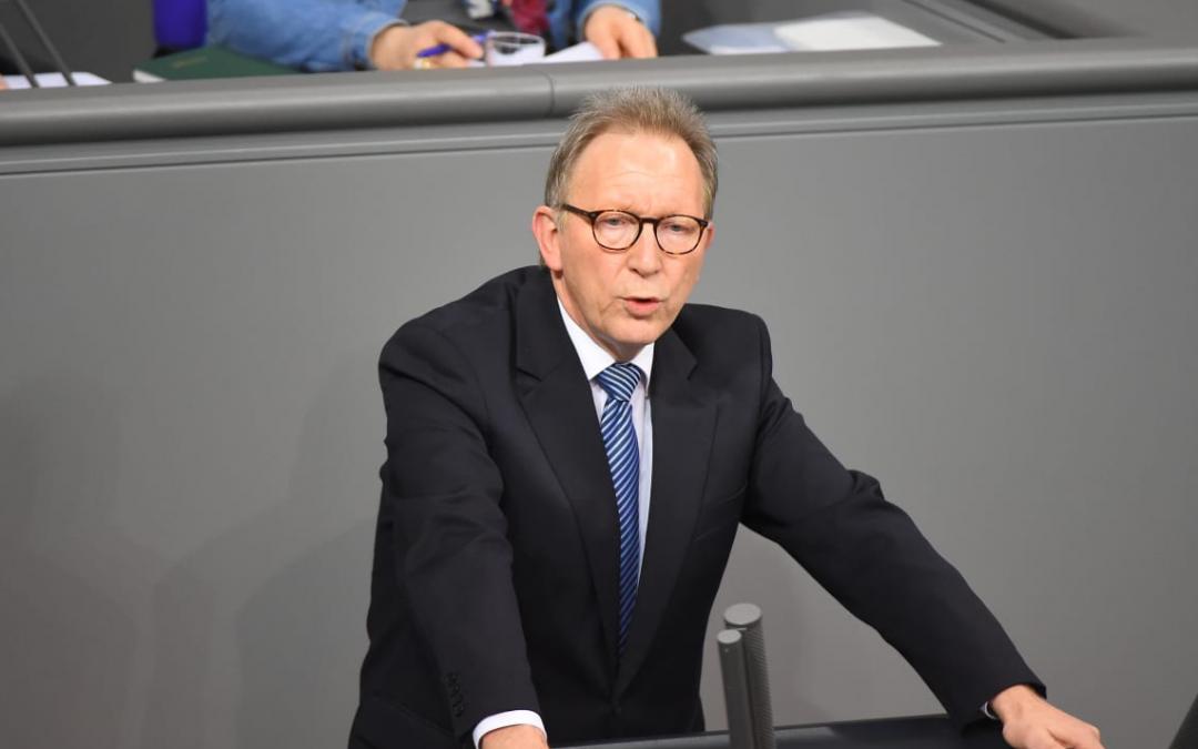 Domeček z karet se hroutí. Oficiálně v médiích. Německý parlament navrhl zrušení celého Covidu včetně očkování. BOOOM BOQM
