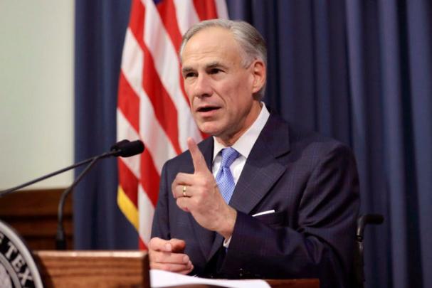 Texaský guvernér zakázal firmám vyžadovat povinné očkování proti covidu