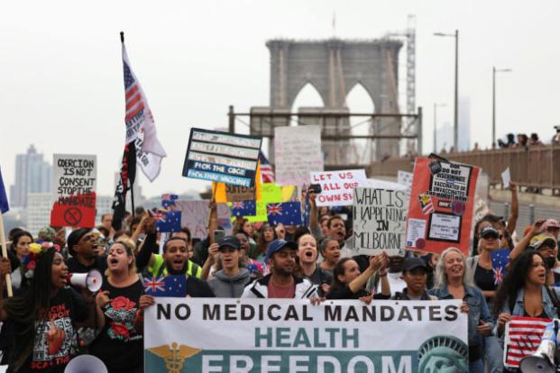 Tisíce neočkovaných newyorských učitelů na neplaceném volnu